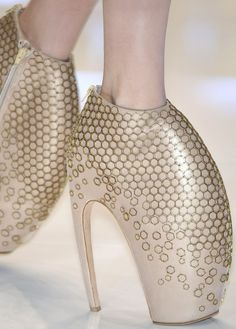 Alexander McQueen S/S 2010 Armadillo Shoes : ugly , gross, stupid . To think these people actully get paid