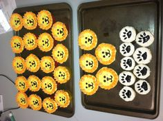 Birthday lion cupcakes with paw prints (: