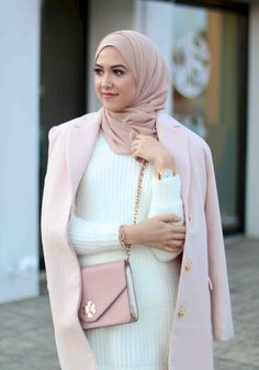 Find images and videos about fashion, rose and hijab on We Heart It - the app to get lost in what you love. Hijab Look, Hijab Style, Hijab Chic, Hajib Fashion, Modest Fashion, Fashion Outfits, Hijab Dress, Hijab Outfit, Hijab Wear