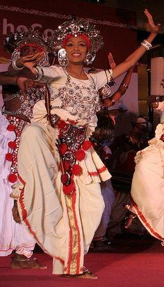 Sri Lanka #world #cultures #dance Cultural Diversity, Cultural Dance, Amazing India, Asian History, Dance Art, Dance Photography, Beautiful Islands, World Cultures, People Around The World