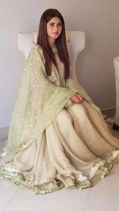 Pakistani Fashion Party Wear, Pakistani Wedding Outfits, Pakistani Dresses Casual, Pakistani Dress Design, Indian Dresses, Stylish Dress Designs, Stylish Dresses, Simple Dresses, Fashion Dresses