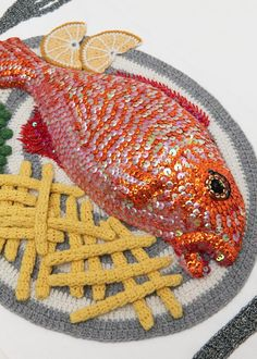 1 Art Kate Jenkins Crochet Nouriture Food MaxiTendance com Crocheted Art by Kate Jenkins: Fast Food Dishes and Hook Art Au Crochet, Crochet Fish, Crochet Crafts, Crochet Dolls, Crochet Projects, Knit Crochet, Confection Au Crochet, Food Patterns, Fish Crafts