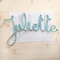 DIY - Le tuto prénom tricotin et toutes les astuces pour faire un joli mot en tricotin - Rock and Paper Crochet Motif, Diy Crochet, Quick Knitting Projects, Boho Baby, Diy Signs, Rug Making, Activities For Kids, Diy And Crafts, Diy Projects