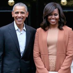 <p>Barack and Michelle Obama Still WriteReponses to White House Fan Mail</p>