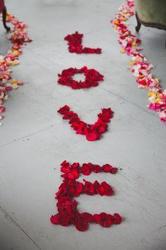 Escribir amor, en el pasillo de la ceremonia. #IdeasCeremoniasBodas