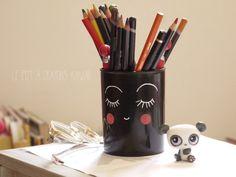 pot à crayons kawaii Pot A Crayon, Kawaii Diy, Posca, Crayons, Mugs, Tableware, Blog, Hobbies, Children