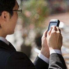 دراسة أمريكية تحذر: الهواتف الذكية تجهد العينين