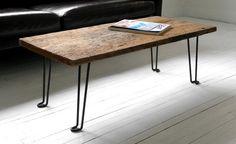 mesa ratona con madera rúestica y patas de hierro