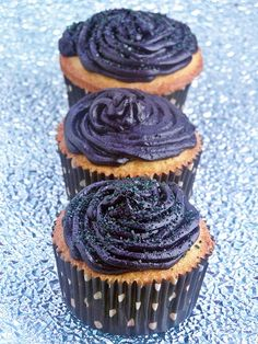 April Fools Cupcakes.. Wonderful cupcake recipe with a frosting surprise sure to make your guest's smile blue for days! It's funnier if you don't tell them.