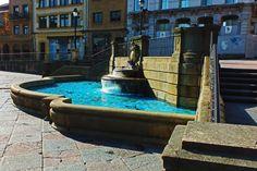 Fuente en la Plaza de La Catedral, Oviedo. Principado de Asturias. Spain. [By Valentin Enrique].