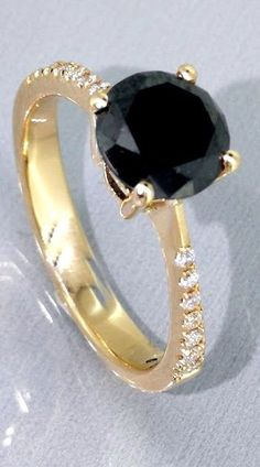 Catawiki online auction house: 14kt gold Golden Ring with a 1,60ct black diamond & 0,10ct white diamonds *** No reserveprijs ***