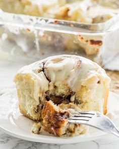 This Super Easy Cinnamon Rolls Recipe is so delicious! Soft and tender and filled with loads of that gooey cinnamon flavor! Parmesan Roasted Cauliflower, Creamy Garlic Chicken, Garlic Chicken Recipes, Ham And Rice Casserole, Cheese Stuffed Chicken, Baked Banana, Banana Bread, Loaded Baked Potatoes, Deviled Eggs Recipe