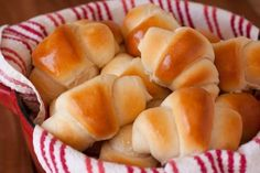 Amazing+Dinner+Rolls: author says to freeze after first rise, then thaw and allow second rise before baking. Or allow first rise, refrigerate and then second rise the next day.