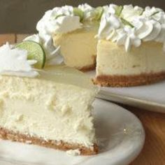 Do you LOVE CHEESECAKE? Try our Key Lime Cheesecake Copy Cat Cheese Cake Factory – Best of 2013 – Number 13 - The cheesecake tastes perfect. It's creamy, but not wet; tart, but not sour. It's a good key lime cheesecake with a lemon glaze topping. Lime Recipes, Sweet Recipes, Copycat Recipes, Gf Recipes, Italian Recipes, Cooking Recipes, Healthy Recipes, Cupcake Cakes, Cupcakes