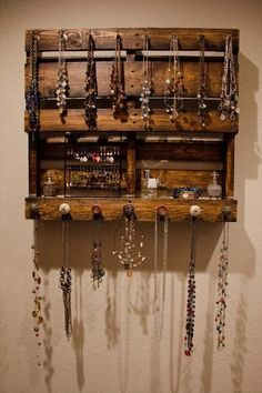 For offering DIY Pallet Wood Jewellery Rack a natural look you can get out with the shade of timber. DIY Pallet Jewellery Rack decor ideas is a convenient factor so that she can hold it on any walls she wants.