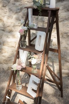 Rustic Wedding Decorations 58259 decoration of a stepladder for a country atmosphere Outdoor Table Centerpieces, Elegant Centerpieces, Outdoor Wedding Decorations, Outdoor Christmas Decorations, Valentine Decorations, Wedding Centerpieces, Outdoor Weddings, Cottage Wedding, Rustic Wedding