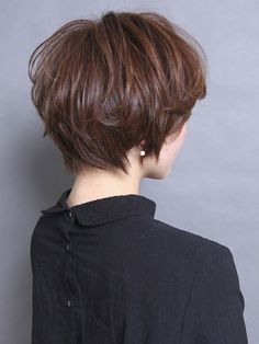 We claim that you have never seen such elegant and eye-catching short hairstyles before. Pixie haircut, of course, offers a lot of options for the hair of the ladies'… Continue Reading → Short Hairstyles For Thick Hair, Short Hair Cuts For Women, Short Hair Styles, Edgy Short Haircuts, Everyday Hairstyles, Wedge Haircut, Pixie Haircut, Layered Hair, Pixies