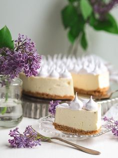 Mango-Mustaherukkajuustokakku (gluteeniton) on suussasulava ja erittäin herkullinen hyydytetty juustokakku, joka sopii täydellisesti kahvitteluun.