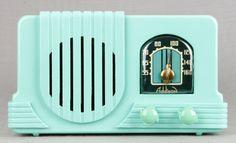 Addison 2 1940 Waterfall Deco Mint Green Bakelite Plaskon Tube Radio RARE