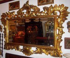 Gran espejo de pared, en madera tallada y dorada. Cristal biselado original. Mediados del siglo XIX. Medidas: 180 x 135 cm Faltas en el dorado.