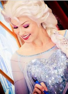 Most stunning Elsa cosplay I have EVER seen. Looks like she works at a Disney Park. Frozen Cosplay, Elsa Cosplay, Frozen Costume, Disney Cosplay, Disney Dream, Disney Love, Disney Magic, Disney Frozen, Elsa Frozen