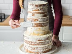 This Naked Cake is the most flexible and simple do-it-yourself wedding cake you'll ever bake. You can vary size and taste freely. The post This is how you prepare a Naked Cake wedding cake appeared first on Orchid Dessert. Vegan Wedding Cake, Wedding Cakes, Nake Cake, Cake Vegan, Salty Cake, Food Cakes, Savoury Cake, Coffee Cake, Clean Eating Snacks