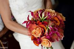 Deep orange bride's bouquet! #comoinstyle