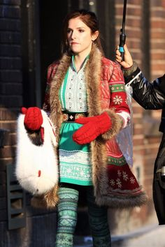 Anna Kendrick   Shoots a Scene for Christmas Feature 25/10/2017 http://ift.tt/2iIpgxJ