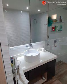 Mobiliario a medida para tu baño 📐 Cali, Colombia 🇨🇴   ⠀⠀⠀⠀⠀⠀⠀⠀⠀⠀⠀⠀ #mueblesdebaño #mueblesparabaños #mobiliarioamedida #gabinetesdebaño #mublesmodernos #mobiliariocali #mueblescali #bañosmodernos #remodelacionbaños Cali Colombia, Bathroom Lighting, Sink, Mirror, Furniture, Home Decor, Bathroom Furniture, Apartment Bathroom Design, Mirrors
