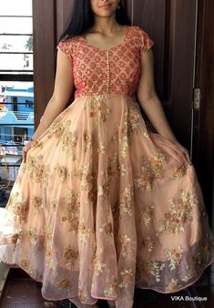 Designer maxi dress - - Designer maxi dress Source by bindunareshdarak Designer Anarkali Dresses, Designer Party Wear Dresses, Kurti Designs Party Wear, Designer Wear, Designer Kurtis, Designer Gowns, Girls Frock Design, Long Dress Design, Dress Neck Designs