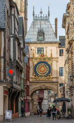 Gros Horloge - is a fourteen century astronomical clock in Rouen, Normandy, France Beautiful Castles, Beautiful Buildings, Beautiful Places, Paris Travel, France Travel, Places To Travel, Places To Go, Houses In France, Medieval Houses