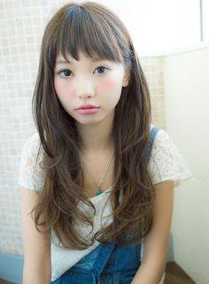 オン眉のアシメントリースタイルを紹介していきますオン眉アシメントリーにするだけで、とても個性的な雰囲気になりますので、是非参考にしてみてくださいね。 Hear Style, Hair Arrange, Japanese Hairstyle, Hairstyles With Bangs, Asian Hairstyles, Dyed Hair, Hair Inspiration, Curly Hair Styles, Hair Makeup
