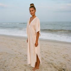 Our luxe Tara Blush Long Kaftan from Pondicherie is perfect for your winter getaways. This long kaftan style coverup features a flattering deep v neckline. Summer Fashion Trends, Summer Fashion Outfits, Spring Summer Fashion, Simple Outfits, Trendy Outfits, Island Style Clothing, Kaftan Style, Long Kaftan, Island Girl