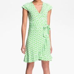 Lilly Pulitzer bees wrap dress This lilly wrap is adorable and features a wrap style , ruffle hemline, cap double layer sleeve and a gorgeous green bee fabric. It's in fabulous condition and perfect for fall Lilly Pulitzer Dresses