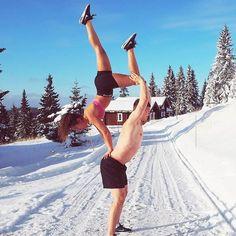 Clear your mind of can't. .. .. #Repost @teamstronger Handstand your workout partners bum #handstand #acroyoga #acrobatics #workoutpartner #treningsglede