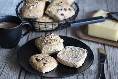 Halvgrove rundstykker: Nøtterundstykker Muffin, Breakfast, Food, Morning Coffee, Meals, Muffins, Yemek, Morning Breakfast, Eten