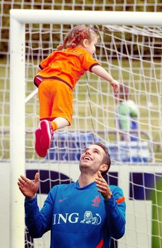 Robin Van Persie just casually throwing around his daughter. WAIT YOU HAVE A DAUGHTER!!! Dang it!!!