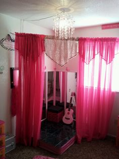Stage in my daughters room. So easy i love pallets