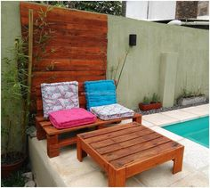 If there is a pool in any home, then seating area beside it is a must where the family members can enjoy after taking a bath in the pool or on a fine day. The pallets can be reshaped into the pool side furniture with the idea presented here; it contains a table and seating area for 2.