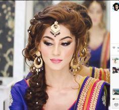 Wedding Hairstyles Pakistani Natasha Salon For 2019 Bridal Makeup Looks, Indian Bridal Makeup, Bride Makeup, Hair Makeup, Wedding Makeup, Winter Bridal Showers, Gold Bridal Showers, Bridal Shower Rustic, Pakistani Makeup