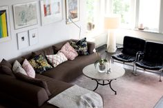 Living room in Solsidan. Photo by Veera Falk
