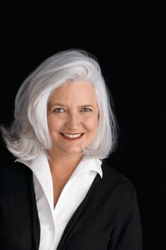 Hearst's Ellen Levine - hope this is how my hair color ends up Silver Grey Hair, White Hair, Hair Dos, My Hair, Face Hair, Silver Haired Beauties, Ageless Beauty, Great Hair, Hair Inspiration
