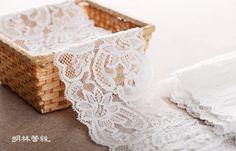 http://minglinlace.com/購物/蕾絲素材/明林蕾絲小天馬拉雪兒蕾絲條碼古典花款有彈性蕾絲台灣製米白