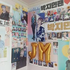 Fangirl Room Decor Inspirational 167 Best ↬ Fangırl Fanboy ↠Images Army Room Decor, Bedroom Decor, Aesthetic Room Decor, Bts Merch, Room Goals, Room Tour, Dream Rooms, My New Room, Room Inspiration