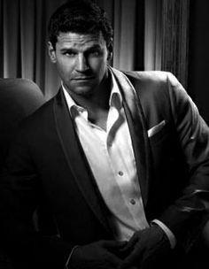 David Boreanaz-used to love buffy cuz of this man Buffy The Vampire Slayer, Sean Leonard, Seeley Booth, Booth And Bones, David Boreanaz, Tv Seasons, Sarah Michelle Gellar, Por Tv, Raining Men