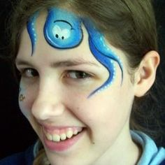 Einfacher One-Stroke Sneakadoodle Octopus - Pintura facial - Acrylic Face Painting, Face Painting For Boys, Body Painting, Simple Face Painting, Mermaid Face Paint, Butterfly Face Paint, Bodysuit Tattoos, Tinta Facial, Black Face Paint