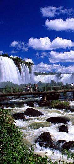 Iguazu Falls, on the border of Brazilian State Paraná and Argentine Province Misiones. The falls are shared by the Iguazú NP (Argentina) and Iguaçu NP (Brazil), both UNESCO World Heritage Sites. Can be reached from Puerto Iguazú in Argentina and Foz do Iguaçu in Brazil, as well as from Ciudad del Este, Paraguay.  Mirante nas Cataratas, Brasil.