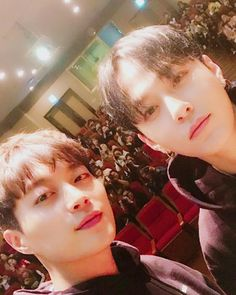 Dujun Junhyung - Highlight 170323 |1st Fansign | cr.beeeestdjdjdj update Instagram Jung Jin Woo, Korean Actors, Korean Idols, Yong Jun Hyung, Take My Breath, One Moment, Korean Drama, A Good Man, Beast