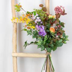 Decoreren met zijde bloemen, kunsbloemen. Do it yourself pakket met zijde bloemen en decoratietakken om zelf in een vaas te schikken. Kijk op webshop www.decoratietakken.nl