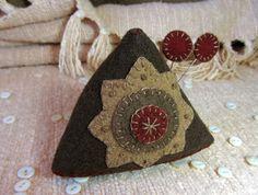 Primitive Folk Art Wool Wonky Pyramid Pincushion Star Pinkeep Triangle Toy | eBay